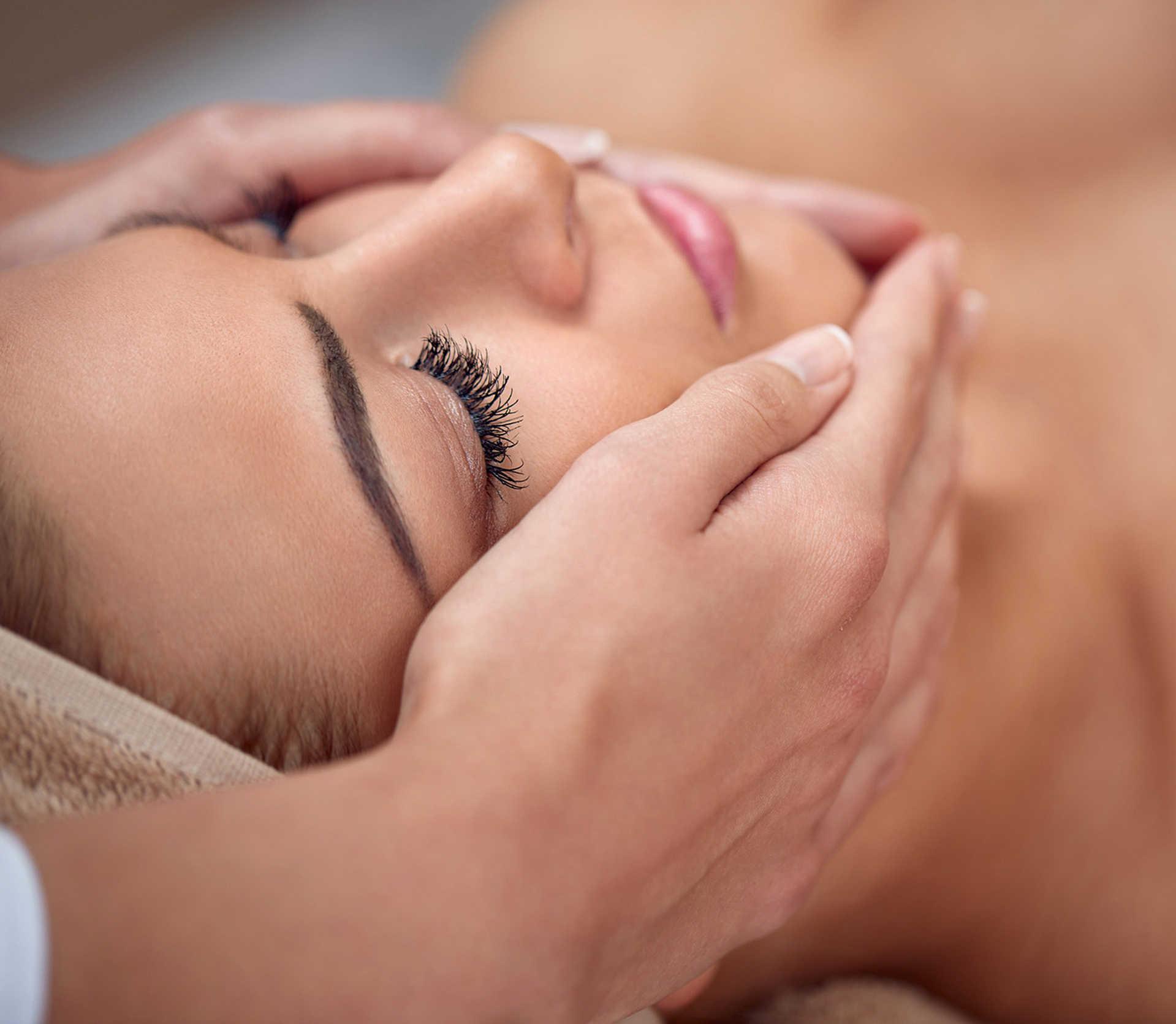 [Translate to English:] Zeit für Beauty, Spa, Massagen und ein Entspannungsbad im Hotel feldmilla.